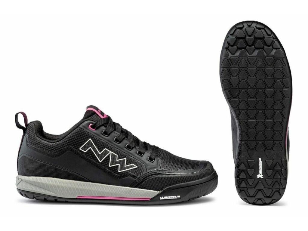 NORTHWAVE Flat Clan WMN női kerékpáros cipő taposópedálhoz, fekete/fukszia
